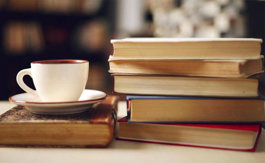 プログラミングを始める人に進めるのは本による学習