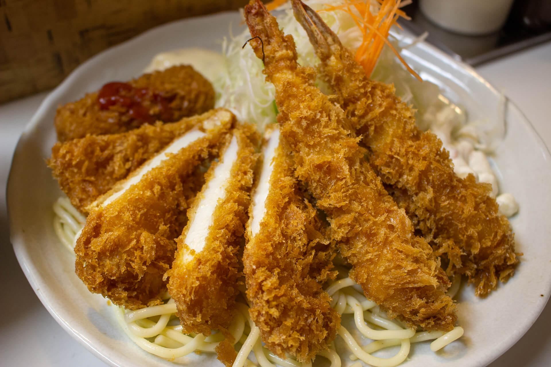 キッチンアオキのミックスフライ定食