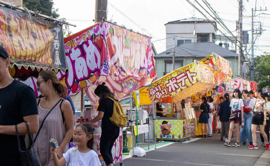 出店が100店並ぶ諏訪神社例大祭