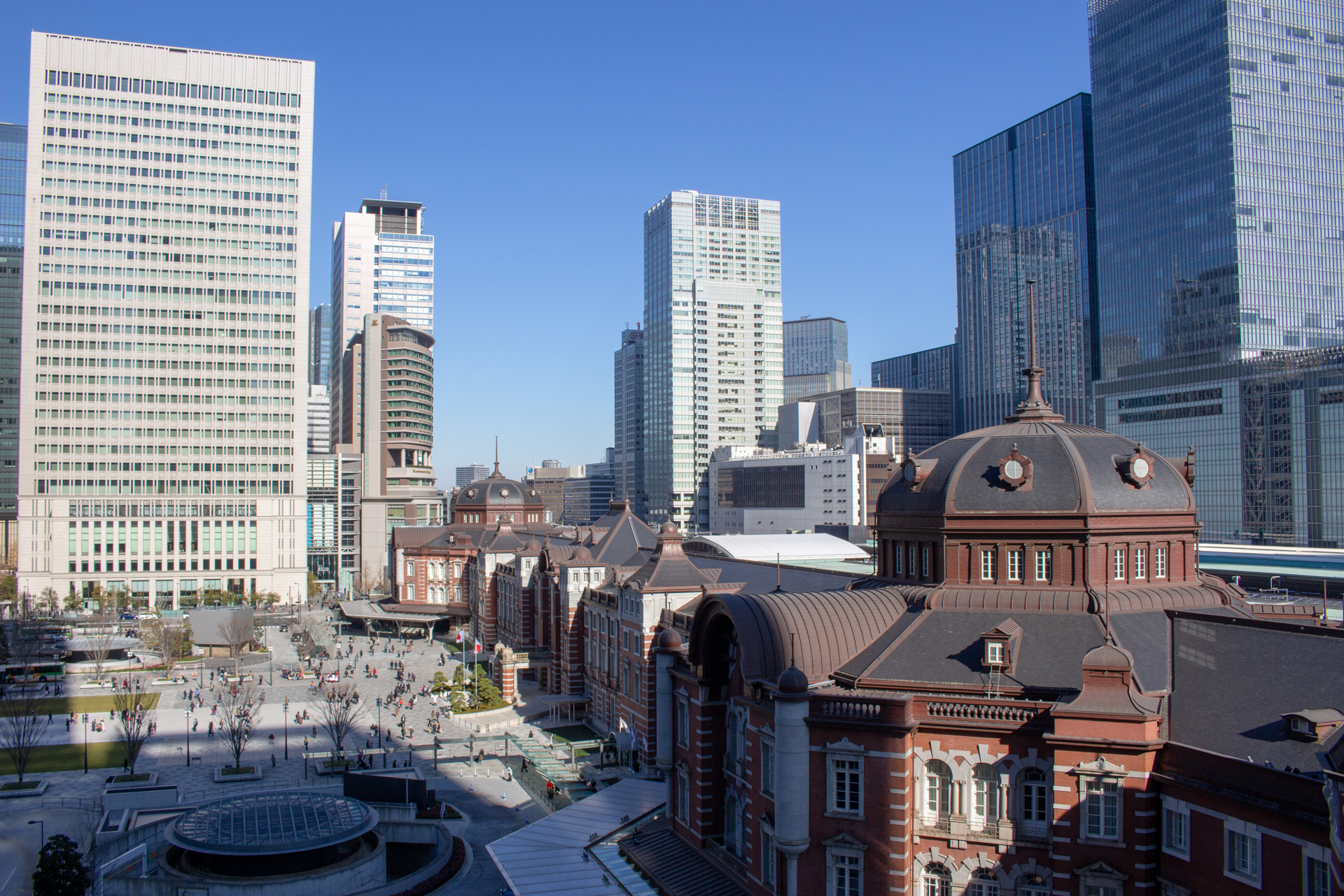 KITTE屋上庭園から撮影した東京駅