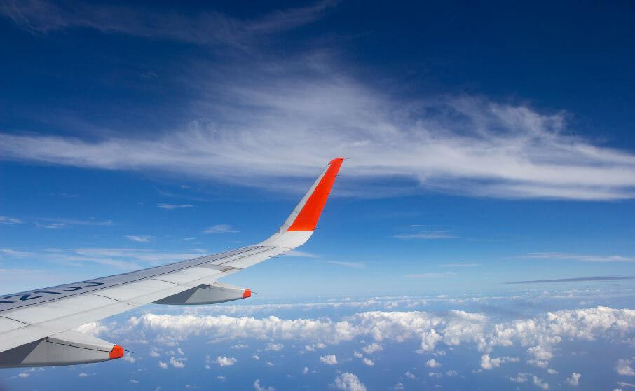 下地島空港から飛び立った飛行機からの眺め