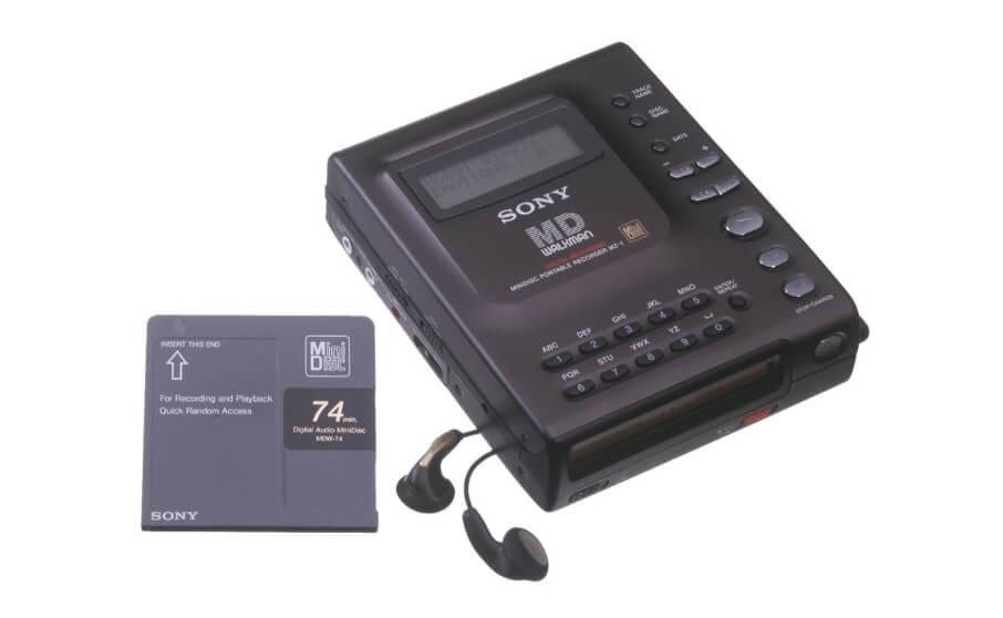 11月1日はソニーがMDプレイヤー1号機「MZ-1」を発売した日
